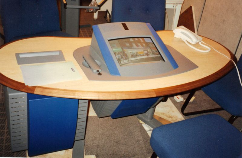 INTERACT_Kiosk_Desk